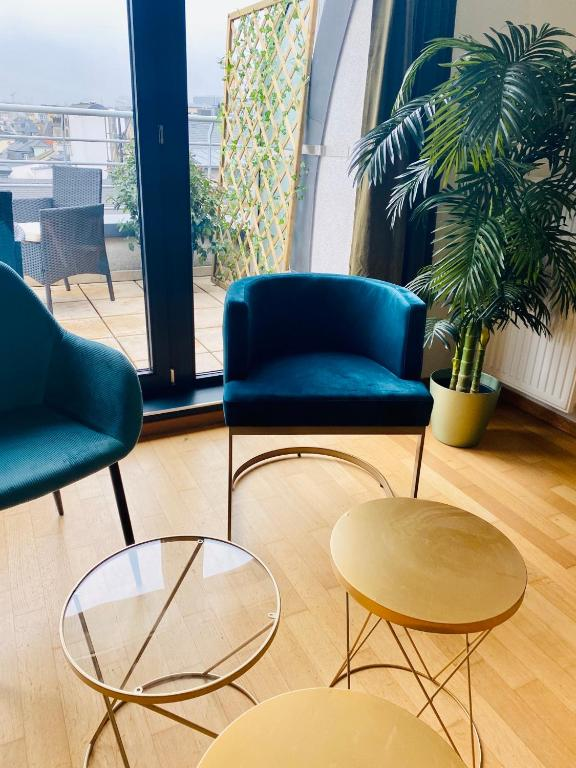 Green Penthouse - chairs